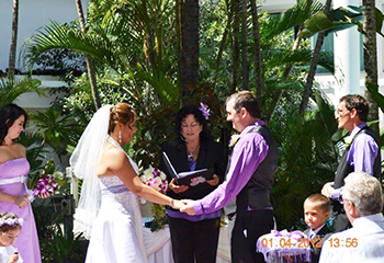 Marry Me Marilyn married Jeanette and Peter in the Gardens of the Sheraton Mirage Resort Main Beach