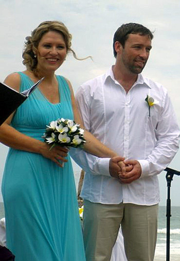 Lynda & Carl from Ireland married at Currumbin Beach Currumbin on the Southern Gold Coast.