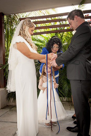 Marry Me Marilyn married Jacinta & Kelly married with  a Handfasting involving their 2 daughters at Aloha Waters Broadbeach Waters Gold Coast