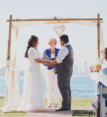 Marry Me Marilyn conducted Jennifer and James Wedding at John Laws Park in Burleigh Heads Gold Coast