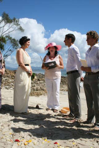 Marry Me Marilyn married sonja & Alessandro on Wategos Beach in Byron Bay on a glorious Autumn Day